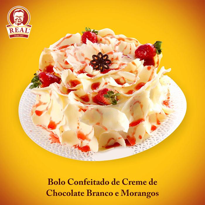 Padaria Real_Bolo Confeitado de Creme de Chocolate Branco e Morangos